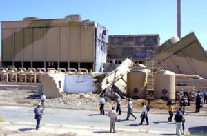 Le rovine del reattore iracheno di Osirak, fotografate nel 2002