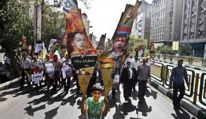 """Manifestazione a Teheran xxx scorso per la giornata Al Quds: come sempre, le mappe della Palestina da """"liberare"""" comprendono tutto Israele, lo stato da cancellare dalla carta geografica"""