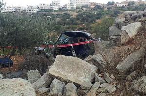 L'auto su cui viaggiavano Asher Palmer e il filgio Yonatan, dopo la sassaiola palestinese
