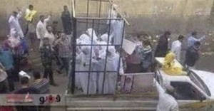 Questa foto, secondo fonti anti-ISIS irachene, ritrae donne vendute come schiavi sessuali a Mosul