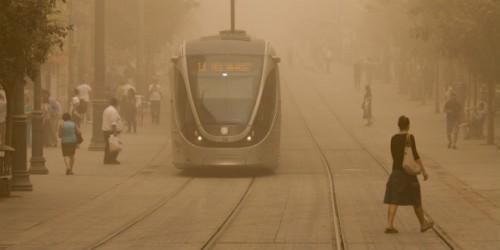 La tempesta di sabbia dei giorni scorsi in Via Jaffa, a Gerusalemme