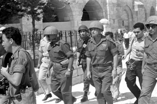 Yitzchak Rabin, capo di stato maggiore delle forze israeliane, a Gerusalemme nel giugno 1967
