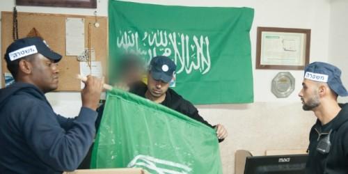 Bandiere islamiste in una sede del xxx perquisita martedì dalla polizia israeliana