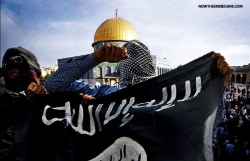 La bandiera dell'ISIS fotografata di recente nella spianata delle Moschee, sul Monte del Tempio di Gerusalemme