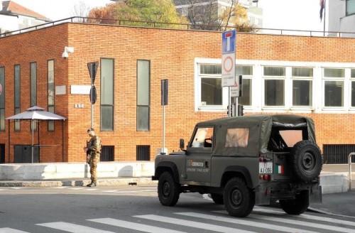 L'esercito Italiano a protezione della scuola ebraica di Milano