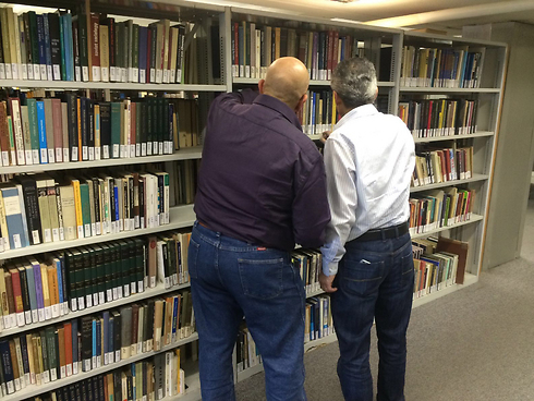 Due dei giornalisti arabi in visita all'Univesrità di Haifa