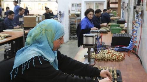 Febbraio 2014: una dipendente palestinese nello stabilimento SodaStream a Mishor Adumim, ora chiuso