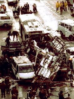 Il primo dei due attentati sl 1996 sull'autobus 18, a Gerusalemme