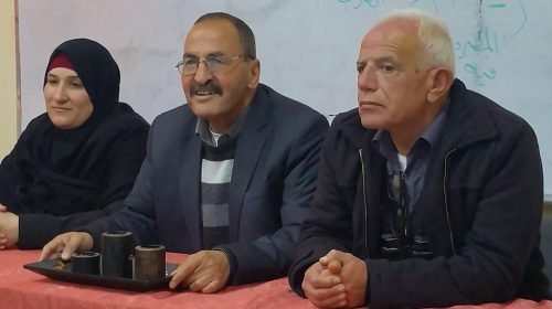Mohammad Aliyan parla all'evento in onore del figlio terrorista presso la scuola elementare Jabel Mukaber, Gerusalemme est