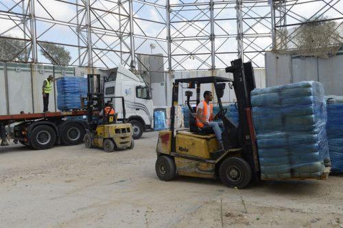 Prodotti e forniture mediche trasferiti nella striscia di Gaza attraverso il valico di Kerem Shalom