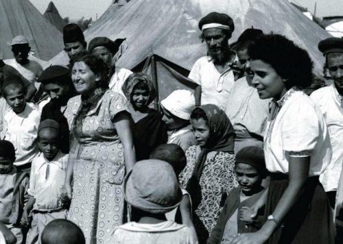 Immigrati ebrei dall'Yemen al loro arrivo in un campo profughi in Israele nel 1949
