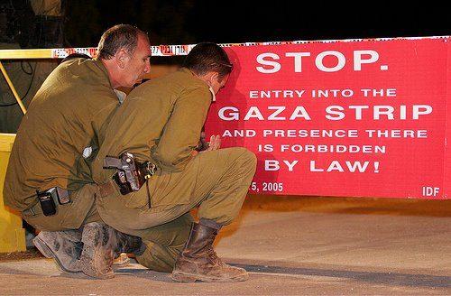 """Agosto 2005: completato lo sgombero di militari e civili, la striscia di Gaza diventa """"judenrein"""". Meno di due anni dopo cadrà sotto il dominio di Hamas, che la usa come base di lancio per attacchi anti-israeliani"""