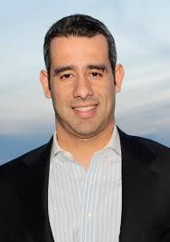 Carlos M. Gutierrez Jr., autore di questo articolo