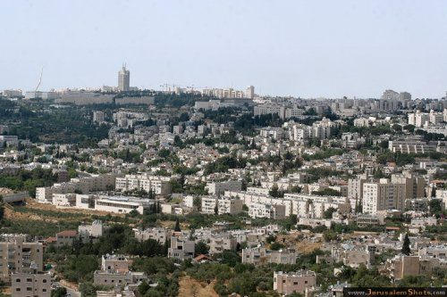 In primo piano, il quartiere Gilo di Gerusalemme sud
