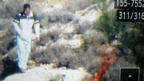 Un sospetto piromane palestinese colto dalle videocamere di sicurezza della Authority israeliana parchi nazionali